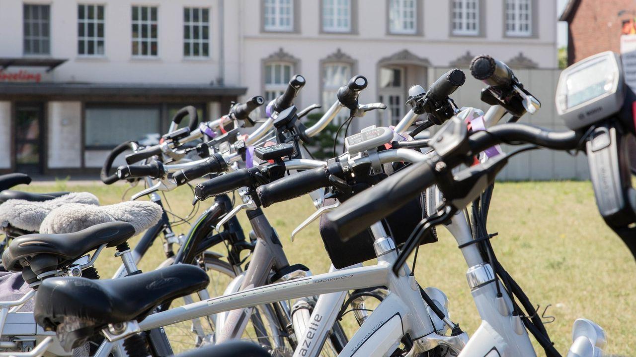 Venlose ambtenaar komt voortaan met de fiets op zakelijke afspraak