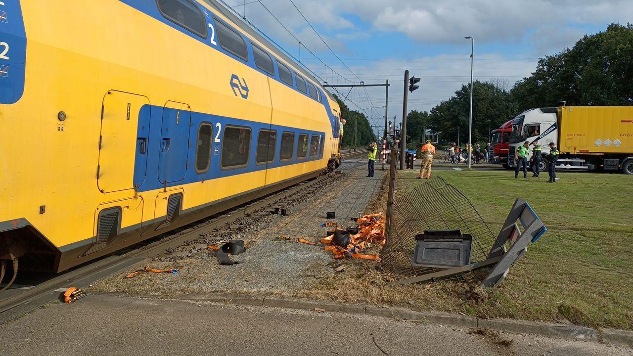 Aanrijding tussen vrachtwagen en trein in Blerick