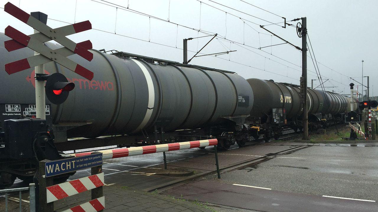'Nog zeker tien jaar gevaarlijke stoffen door Venlo'