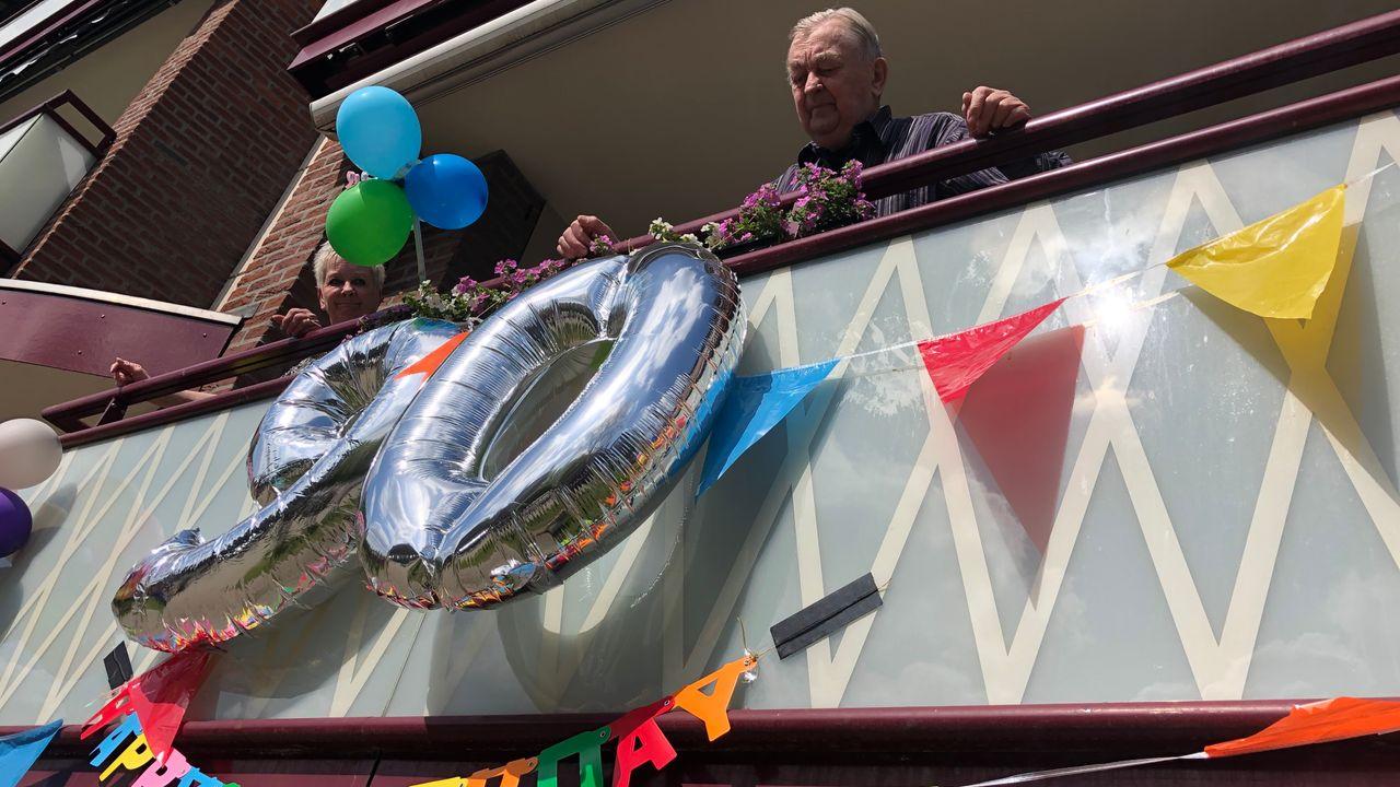 Jarige Jo (90) krijgt balkonserenade in plaats van groot feest