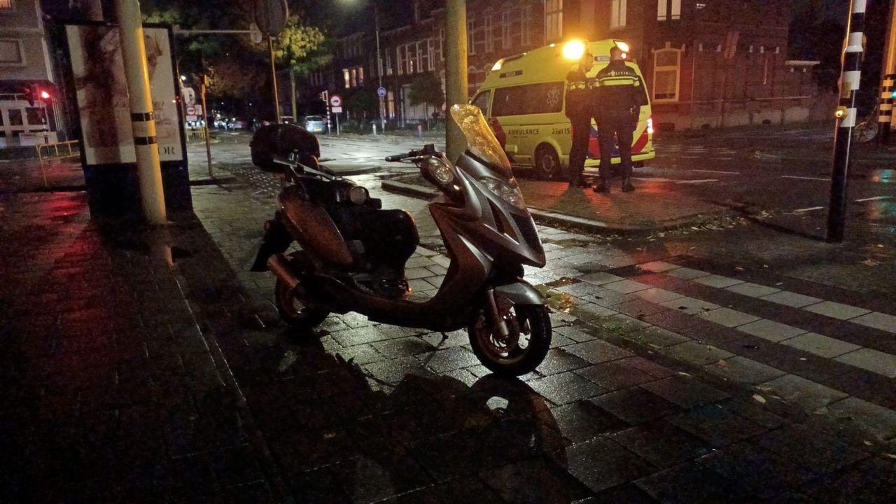 Man onderuit op scooter in Blerick
