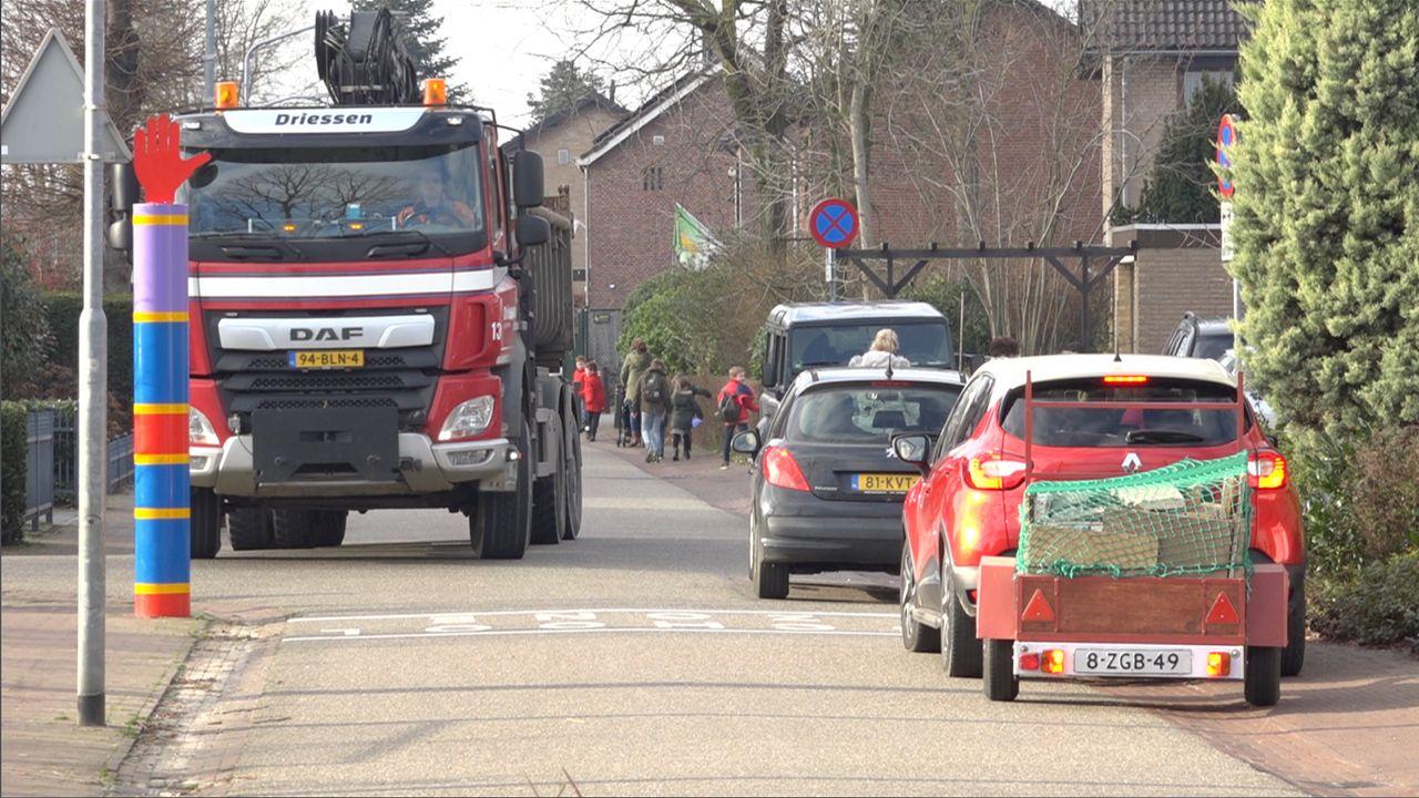 Wethouder: 'Spijkermatten enige oplossing voor autoverkeer rond scholen'