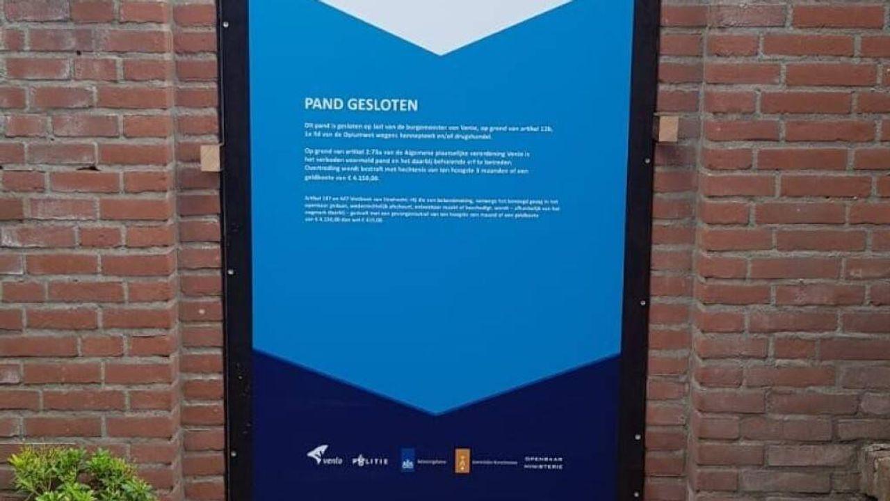 Venlo plakt voortaan posters op gesloten Blerickse drugswoningen