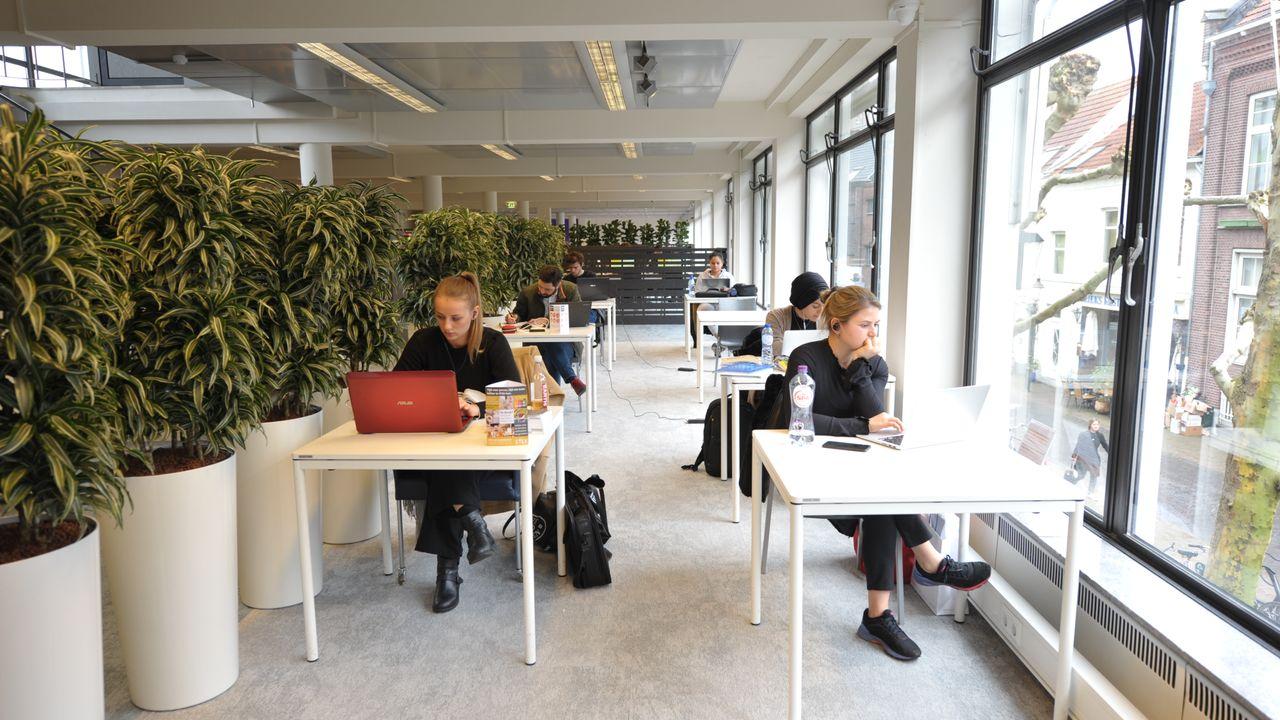 Studieplekken stadsbieb vanaf dinsdag weer open