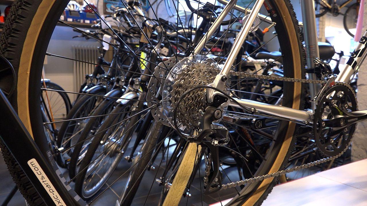 Na het toiletpapier worden nu fietsonderdelen gehamsterd