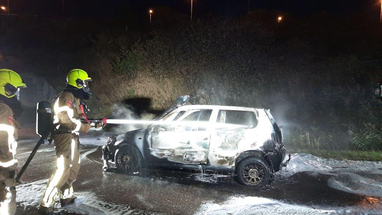 Auto vat vlam tijdens het rijden