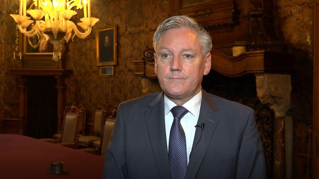 Burgemeester Scholten in quarantaine na melding corona-app