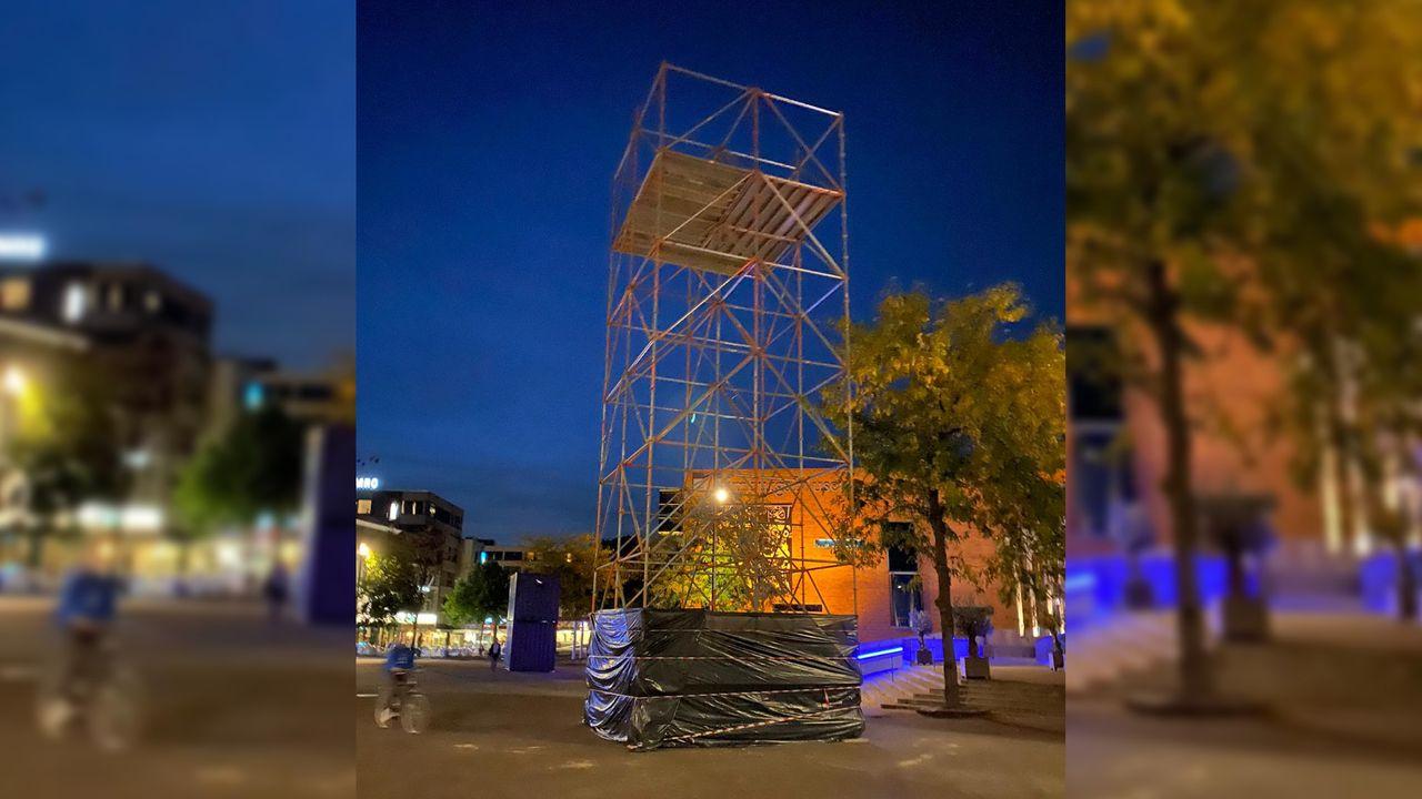 Reusachtige videoprojectie op plein voor Limburgs Museum
