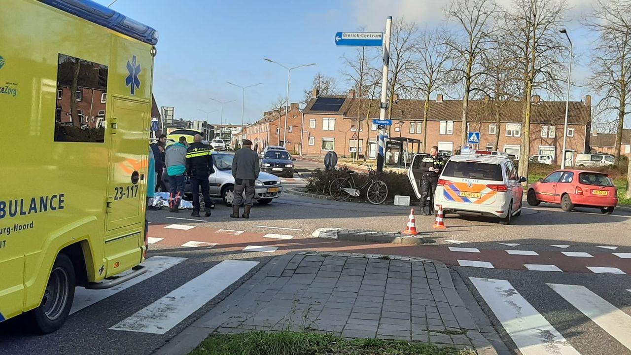 Fietser naar ziekenhuis na botsing met auto