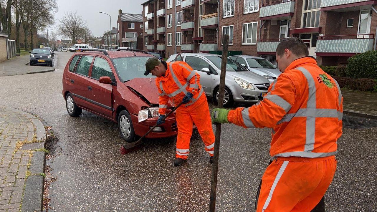 Twee auto's in botsing op kruispunt Blerick