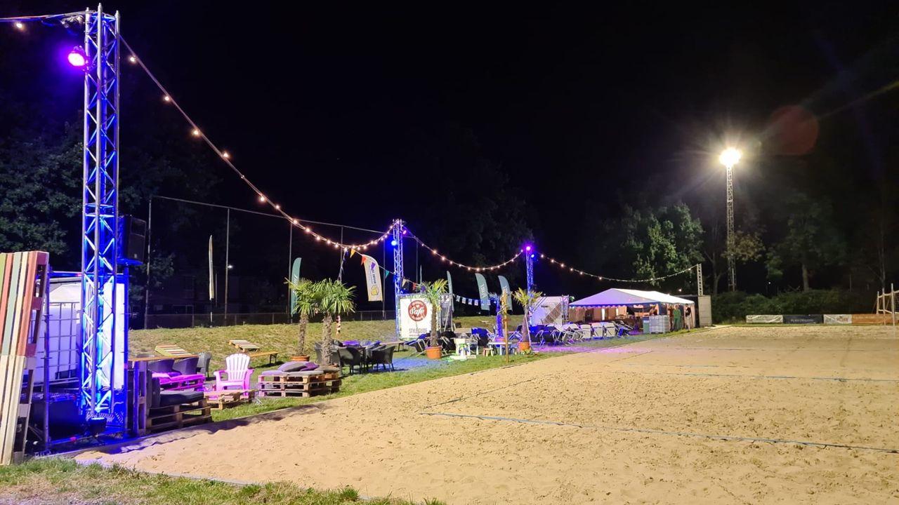Civitas Beachtoernooi gestart op nieuwe locatie